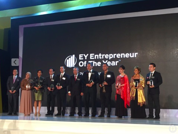the awarding night of EY Entrepreneur of The Year 2016
