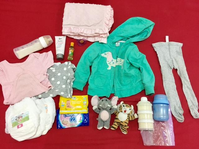 barang yang harus dibawa di tas bayi saat traveling naik pesawat